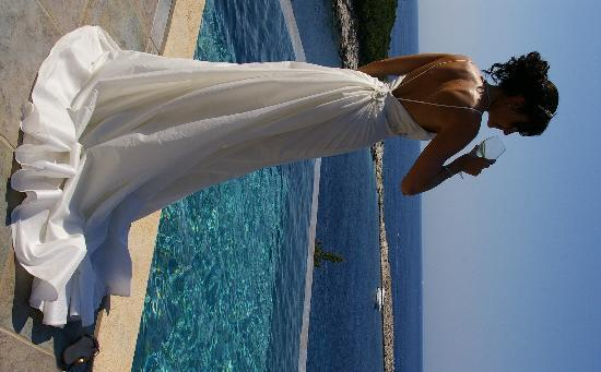 Fiscardo, Grecia: Posing by our private pool