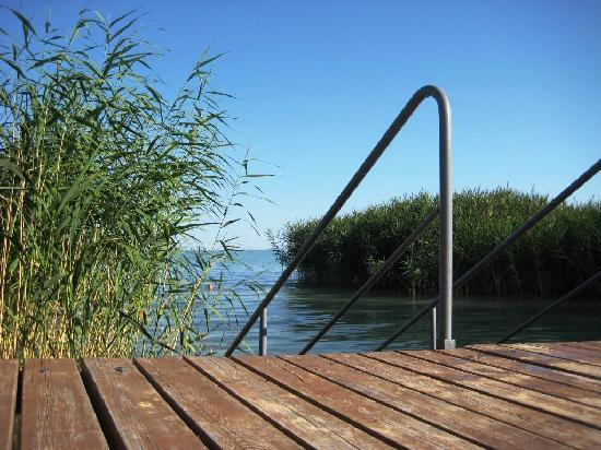 Balatonalmadi, Hungría: View from the private jetty to Lake Balaton
