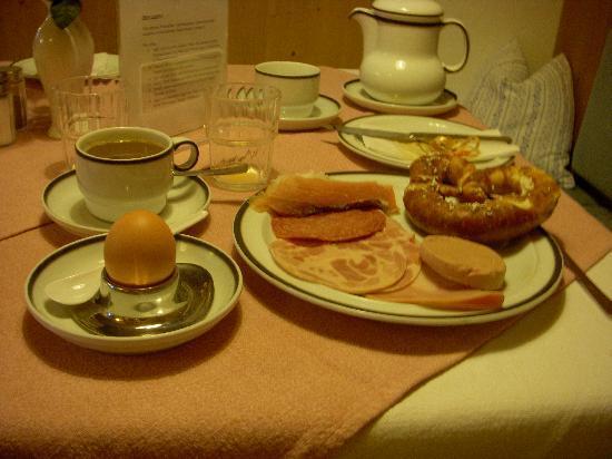 Pension Enzianhof: La colazione