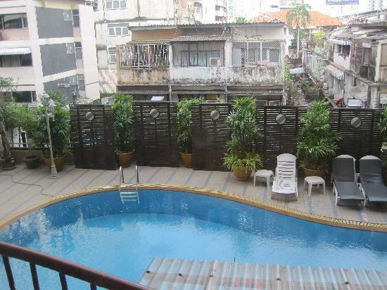 Astera Sathorn: pool area