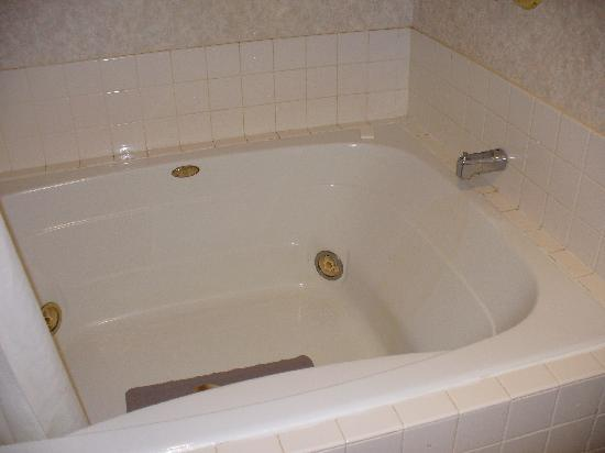 Comfort Inn Midway: king room with w/p tub