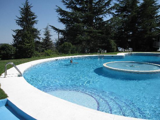 Navacerrada, Spania: piscina del hotel