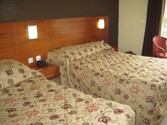 Clew Bay Hotel: lit siple et lit double