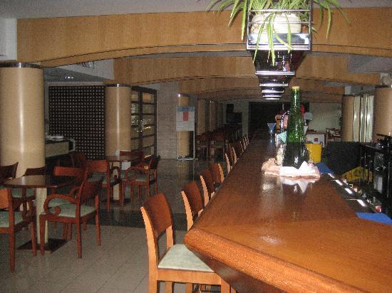 FERGUS Bermudas : Bar area