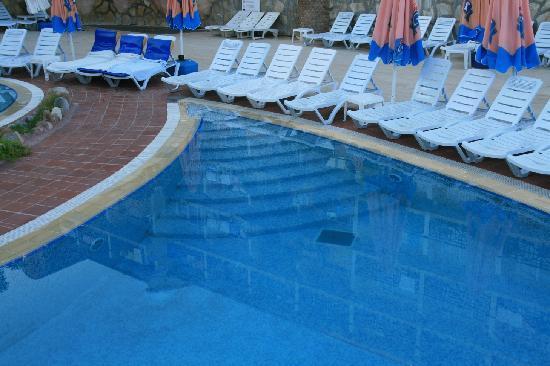 Corolla Hotel: piscine
