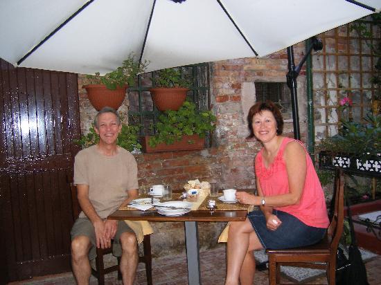 Ristorante Ribot: restaurant garden