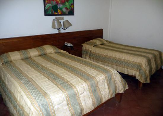 Boyeros Hotel & Conference Center: Room with Queen and  Twin beds