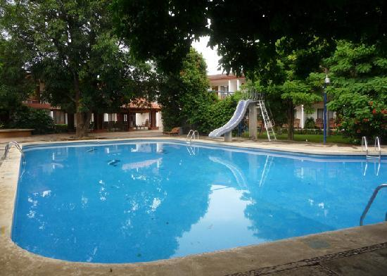Boyeros Hotel & Conference Center: Large Swimming Pool with slide