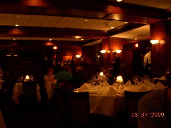 Ruth's Chris Steak House : The room