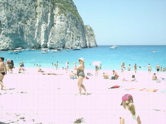 Tsilivi Beach Hotel: At the shipwreck ... the sea is amazing soooo cold though!!