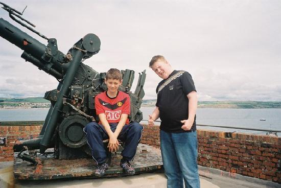Nothe Fort: billy and conner on one of the guns