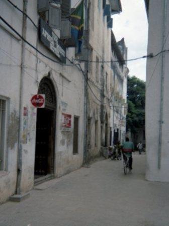 สโตนทาวน์, แทนซาเนีย: Not a particular interested street in Stone Town Zanzibar until we found out that Freddie Mercur