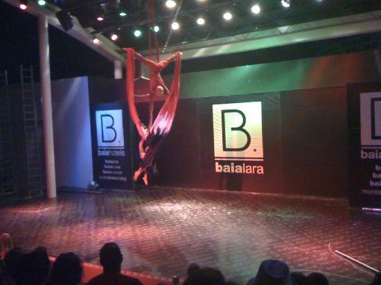 Baia Lara Hotel : Acrobatics Show