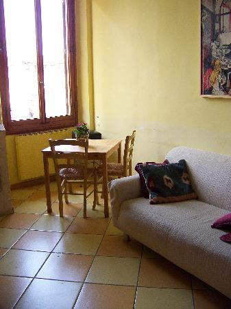 Bed & Breakfast San Lorenzo: Breakfast area (window overlooks S.Lorenzo)
