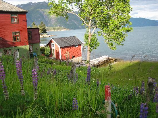 Balestrand Hotel: in front of the hotel