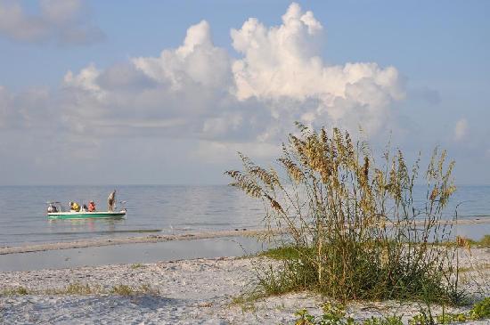 Colony Inn: Beach Next to Colony