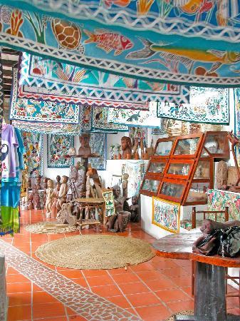 Hummingbird Beach Resort: Gift Shop at Hummingbird Resort