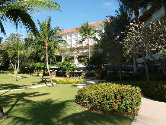 Shangri-La's Mactan Resort & Spa: Eine sehr geplfegte und suaber Hotelanlage