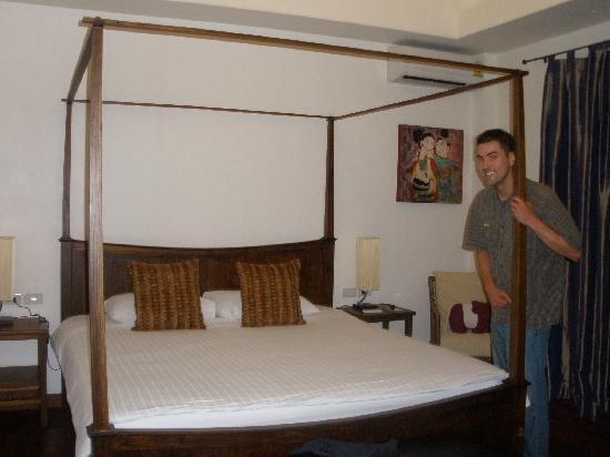เดอะ 3 ซิส: Bedroom