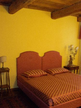 Piazza Nova Guest House: A comfortable bed