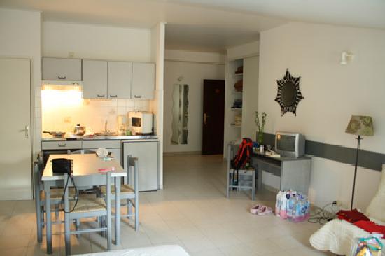 Residence San Roccu : La camera 416 vista dal letto matrinoniale
