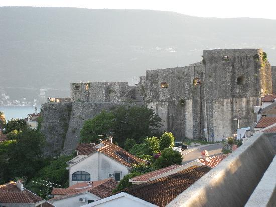 Belvedere Gregorian Restaurant : view from parking lot of old city