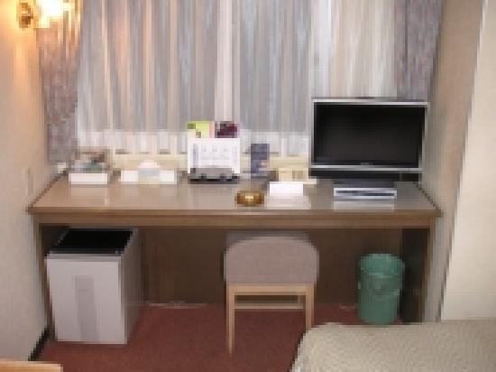 Hotel Star_Plaza Ikebukuro: デスクが大きいので仕事には良いかな?