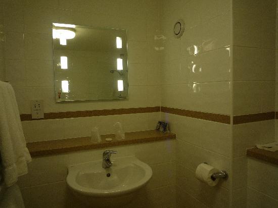 Mayfair Hotel : salle de bain très propre