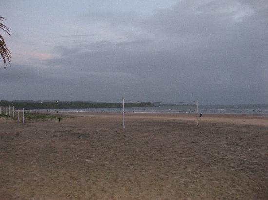 ฮอลิเดย์ อินน์ รีสอร์ท กัว: Beach