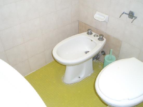 Verona Hotel: toilet & bidet