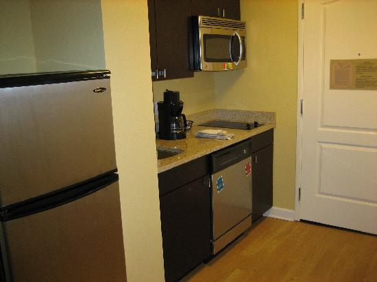 TownePlace Suites Albany Downtown/Medical Center : kitchen area