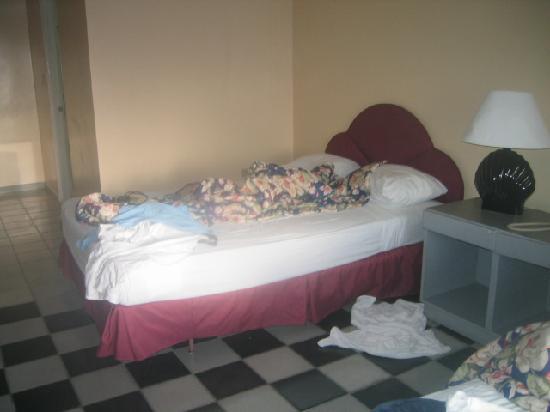 Puerto Plata Village Resort: asi paso mi habitacion los 8 dias por que no hay servicio a la habitacion