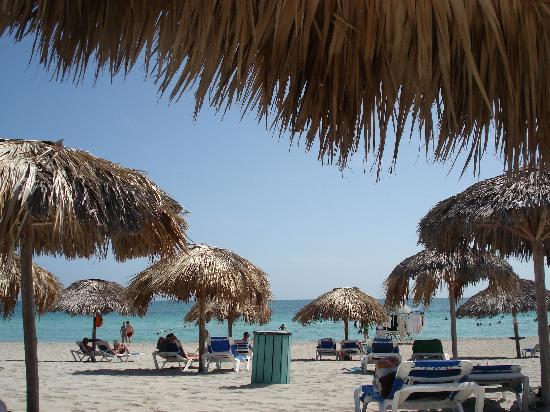 Paradisus Princesa del Mar: beach - palapas