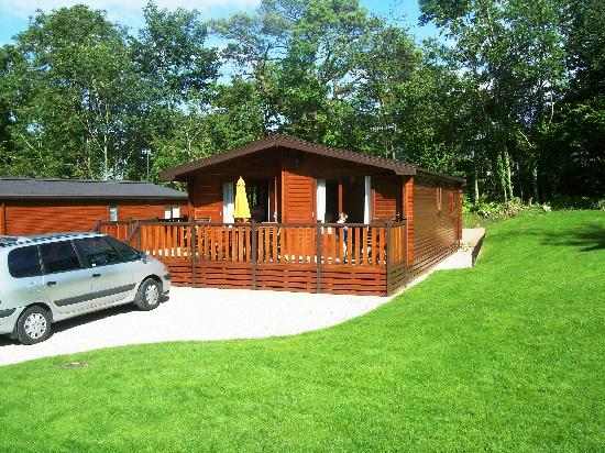 Woodlands Hotel & Pine Lodges: newer style lodge