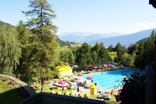 Alpenkönig Tirol Hotel: Blick über den Pool