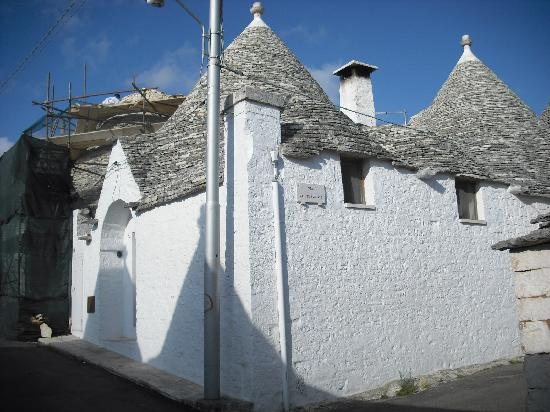 Trullidea: Exterior view of trullo Cimmenere