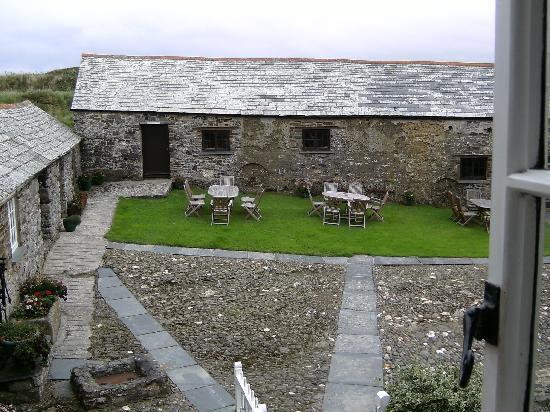Trevigue Bed and Breakfast: Courtyard view from The Grey Room
