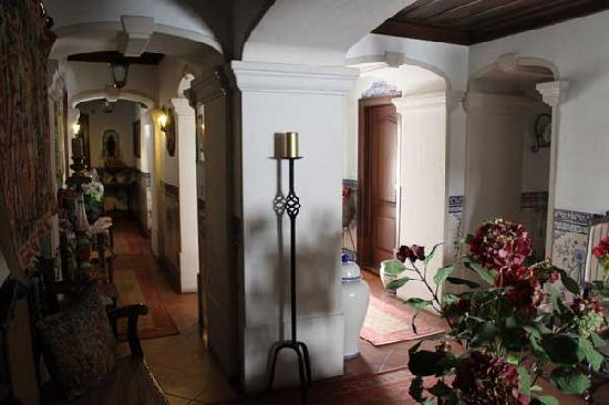 Casa de Sao Tiago do Castelo : hallway outside rooms