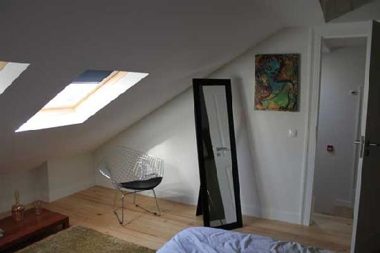 Casa do Bairro by Shiadu: Alfama room with lots of light