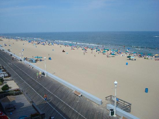 Howard Johnson Inn Ocean City Oceanfront: beautiful view from our balcony
