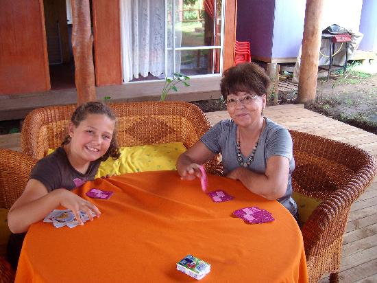 Kaimana Inn Hotel & Restaurant: Common area at Kaimana making a new friend!