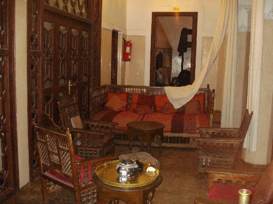 Equity Point Marrakech Hostel : Espacio para descanso