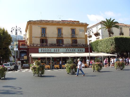 Cesare Augusto: Fauno Bar in main square