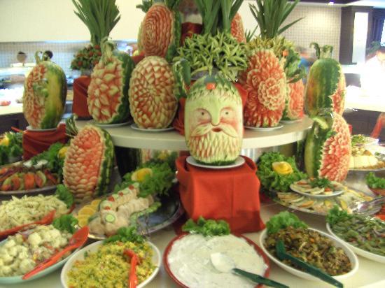 Amelia Beach Resort & Spa: Sculptures de pastèque réalisée dans le restaurant