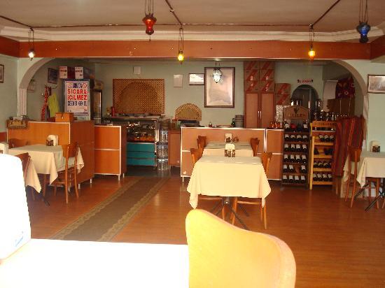 Malkoc Restaurant: grande salle à l'intérieur