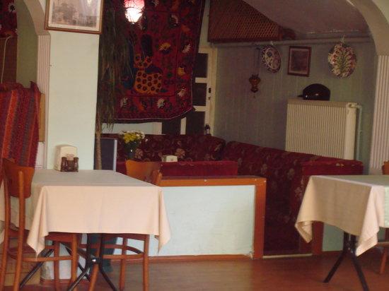 Malkoc Restaurant: petit coin banquette sympa pour fumer la chicha