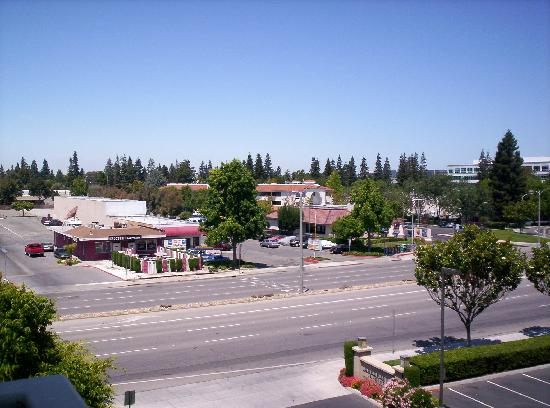 Larkspur Landing Sunnyvale: View across the road to fast food restaurant and bar