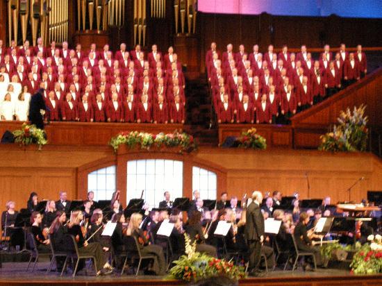 Mormon Tabernacle Choir: MTC performing