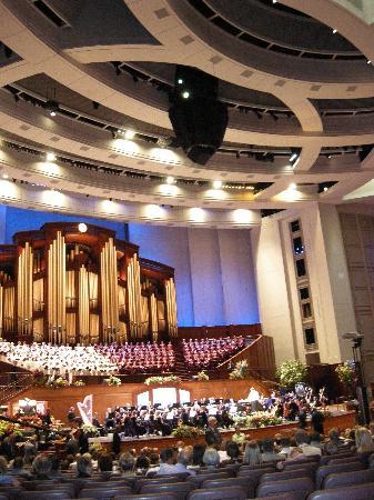 Mormon Tabernacle Choir: Wow!  What a structure!
