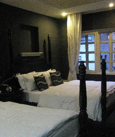 Hotel Courtyard: room 309